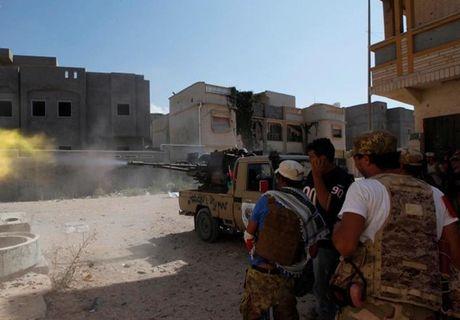 Muc kich quan doi Libya giao tranh ac liet phien quan IS - Anh 1