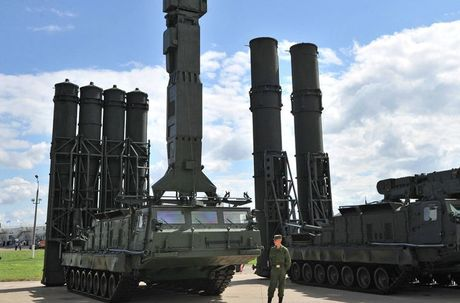 Lo dien doi tuong ten lua S-300V4 Nga o Syria 'ngam ban' - Anh 1