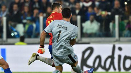 Buffon mac sai lam nhu ban do, Italia chia diem voi Tay Ban Nha - Anh 1
