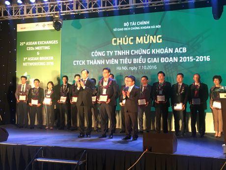 HNX vinh danh 15 CTCK tieu bieu giai doan 2015-2016 - Anh 4
