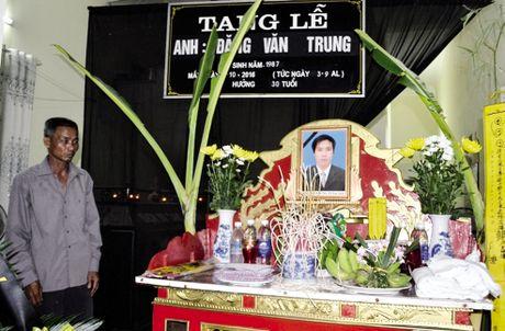 Vu no taxi o Quang Ninh: Noi dau xe long cua nguoi cha gia chay xe om - Anh 1