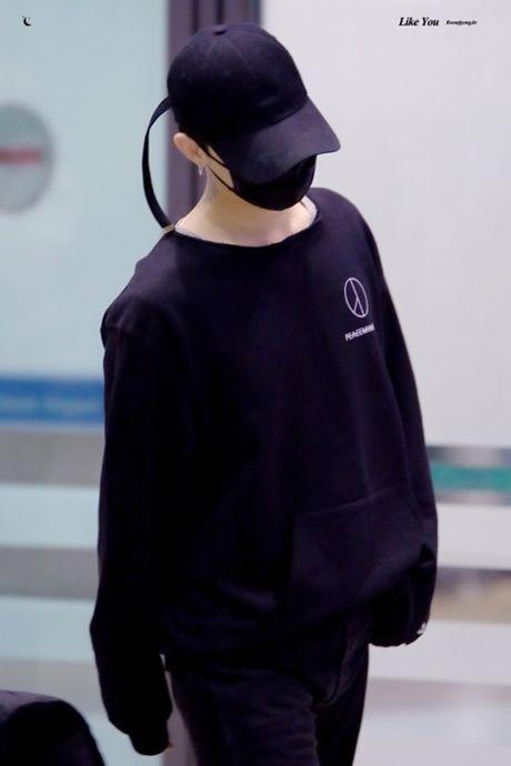 Ao phong, mu do G-Dragon thiet ke bi che gia dat 'lo bich' - Anh 5