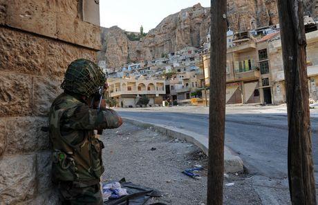 Quân đội Syria phản công phiến quân ở ngoại ô Damascus