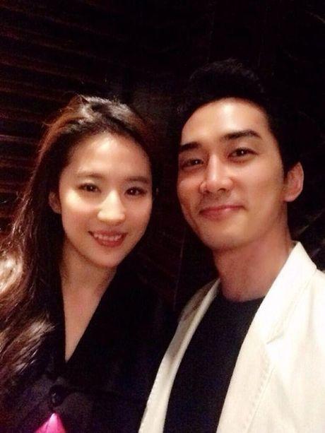 Chuc mung sinh nhat Song Seung Hun, Luu Diec Phi bi mat bay sang Han - Anh 1