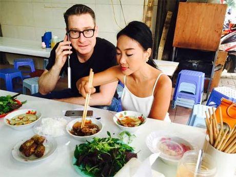 """Doan Trang """"du"""" chong Tay thuong thuc bun cha Ha Noi - Anh 1"""