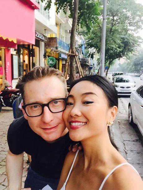 """Doan Trang """"du"""" chong Tay thuong thuc bun cha Ha Noi - Anh 3"""