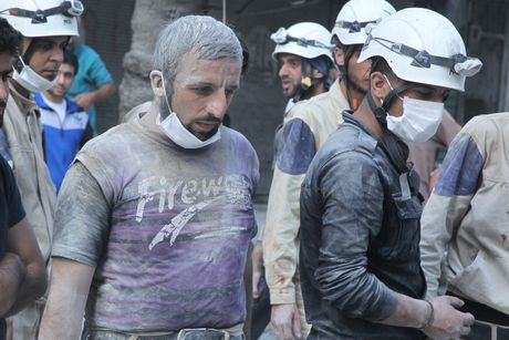 Nhung anh hung mu trang trong cuoc noi chien Syria - Anh 4