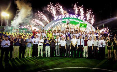 Cup bia Saigon 2016 - san choi day chuyen nghiep cung mau sac ngay le bong da - Anh 3