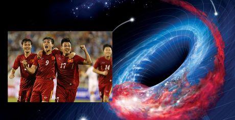 'Ho den vu tru' se khien DT Viet Nam tat nang tai AFF Cup? - Anh 1