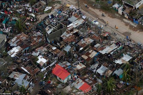 Nhung hinh anh tang thuong o Haiti sau khi sieu bao quet qua khien hon 300 nguoi chet - Anh 3