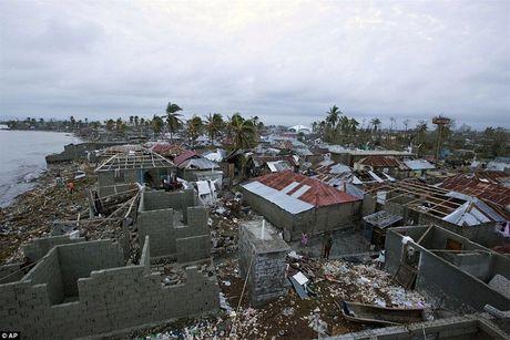 Nhung hinh anh tang thuong o Haiti sau khi sieu bao quet qua khien hon 300 nguoi chet - Anh 4