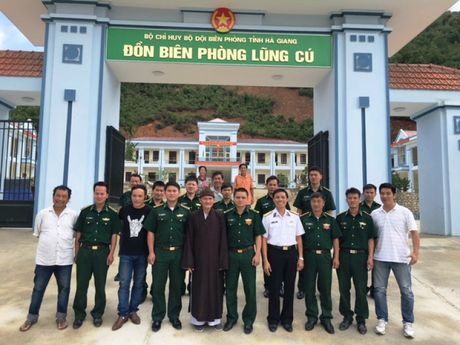 Thay giao Bien phong dich tieng Mong o Lung Cu - Anh 2