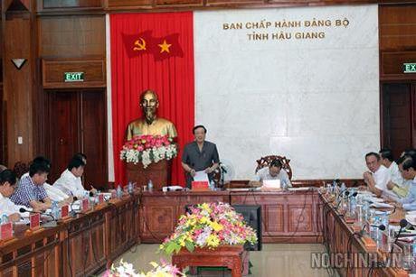 Doan cong tac cua BCDTW ve phong chong tham nhung lam viec voi Thuong vu Tinh uy Hau Giang - Anh 1
