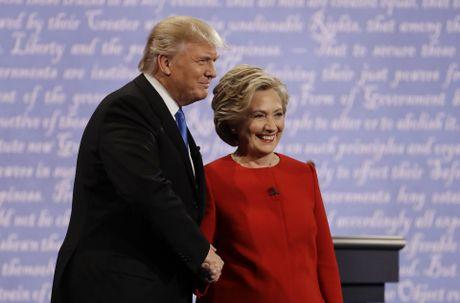 Trump, Clinton canh tranh tung luot like tren mang xa hoi - Anh 1