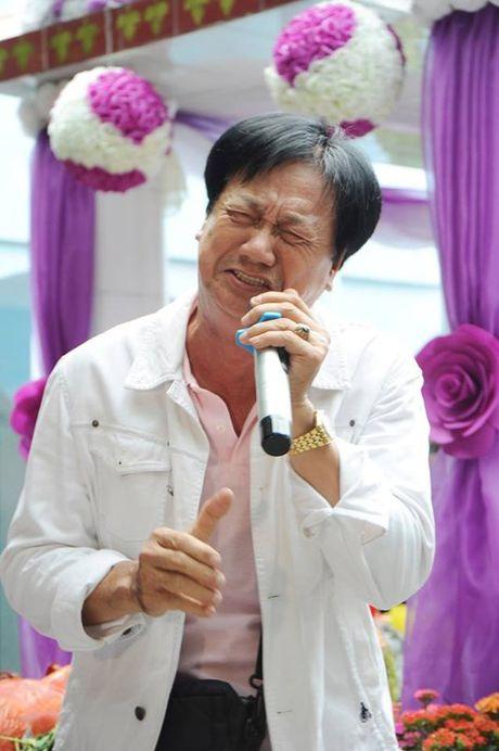 Chuyen xuc dong vo cung ben mo Le Cong Tuan Anh - Anh 2