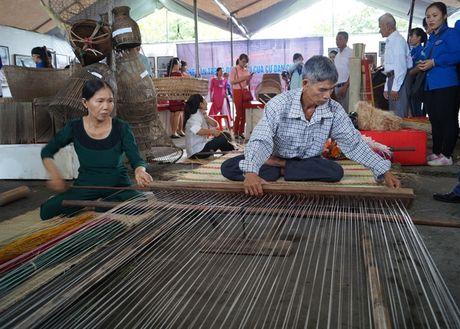 Trung bay 'Nghe dan tre va det chieu cua cu dan Quang Ngai' - Anh 2