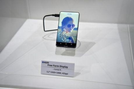 Sharp trinh lang ban concept smartphone Sharp Corner R: man hinh cong khong vien 5.2 inch - Anh 3