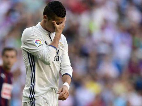 HLV Zidane bao ve Ronaldo, keu goi 'tinh than' Real Madrid - Anh 2