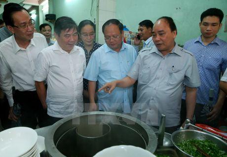 Thu tuong bat ngo lam thuc khach tai quan an duong pho o TP.HCM - Anh 1