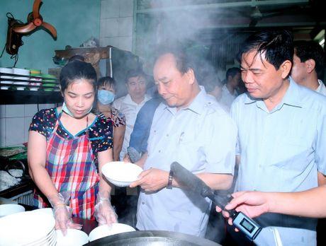 Thu tuong bat ngo lam thuc khach tai quan an duong pho o TP.HCM - Anh 2