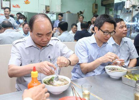 Thu tuong bat ngo lam thuc khach tai quan an duong pho o TP.HCM - Anh 4
