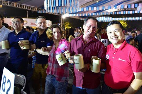 Soi dong Le hoi Bia Oktoberfest tai Ha Noi - Anh 1