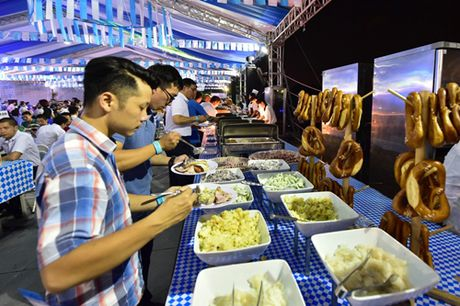 Soi dong Le hoi Bia Oktoberfest tai Ha Noi - Anh 3