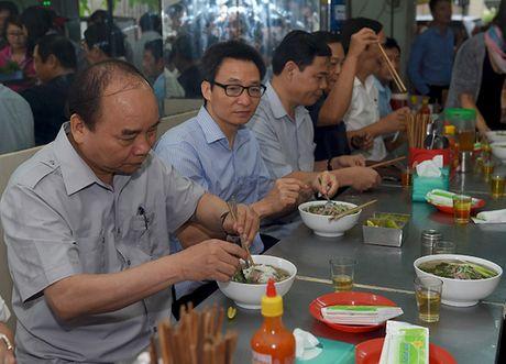 "Thu tuong ""vi hanh"", an pho, uong ca phe o TP HCM - Anh 3"