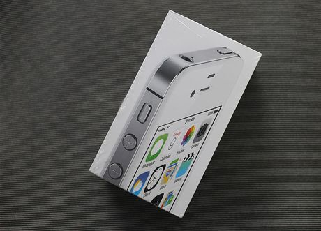 iPhone 4s 8GB chua kich hoat tran ve Viet Nam voi gia 3,2 trieu - Anh 1