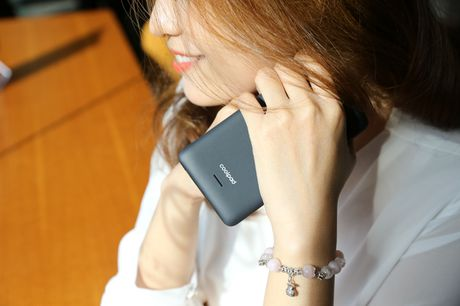 Ngam nguoi dep 'toa nang' cung smartphone Coolpad Roar 3 - Anh 3