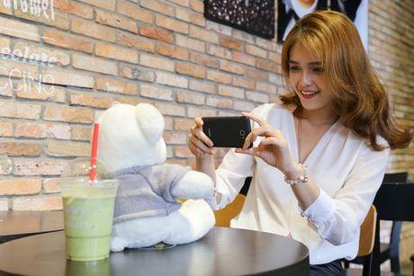 Ngam nguoi dep 'toa nang' cung smartphone Coolpad Roar 3 - Anh 4