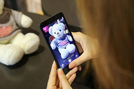 Ngam nguoi dep 'toa nang' cung smartphone Coolpad Roar 3 - Anh 5