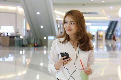 Ngam nguoi dep 'toa nang' cung smartphone Coolpad Roar 3 - Anh 8