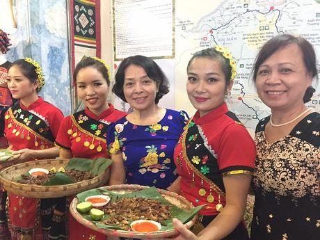 Khai mac 'Le hoi ban sac, qua khu va hien tai cac vung mien Que huong Viet Nam' - Anh 8