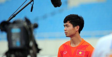 Dung 'vat' Cong Phuong nhu mot con bo sua - Anh 1