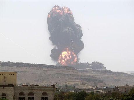 Phien quan Houthi o Yemen tan cong Arap Saudi bang ten lua dan dao - Anh 1