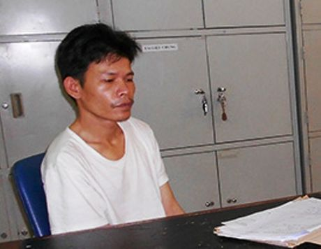 Bat nguoi chong chem gan lia tay vo vi khong tra loi tin nhan - Anh 1
