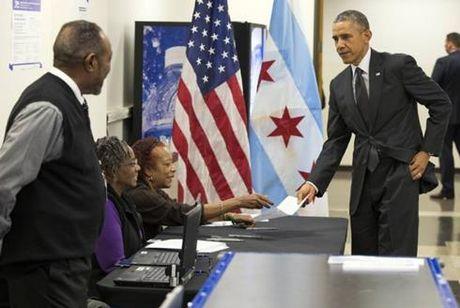 Ong Obama bo phieu som bau tong thong My - Anh 1
