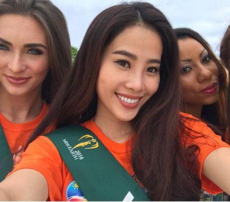 Nam Em dien bikini khoe than hinh nong bong tai Miss Earth 2016 - Anh 3