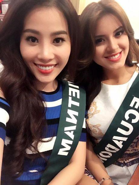 Nam Em dien bikini khoe than hinh nong bong tai Miss Earth 2016 - Anh 4