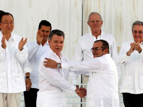 Tong thong Colombia nhan Nobel Hoa binh - Anh 1