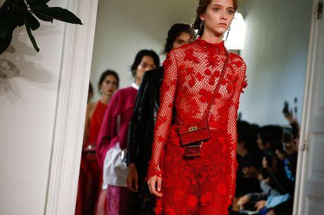 Chanel bi 'out' khoi Top cac BST xuat sac nhat tai Tuan le thoi trang Paris - Anh 14