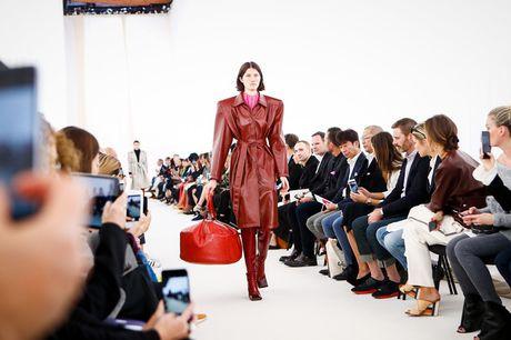 Chanel bi 'out' khoi Top cac BST xuat sac nhat tai Tuan le thoi trang Paris - Anh 1