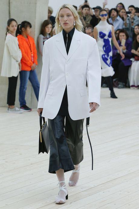 Chanel bi 'out' khoi Top cac BST xuat sac nhat tai Tuan le thoi trang Paris - Anh 21