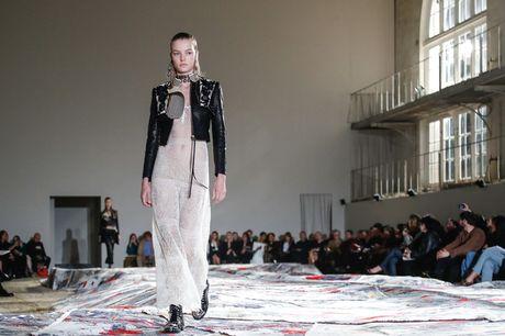 Chanel bi 'out' khoi Top cac BST xuat sac nhat tai Tuan le thoi trang Paris - Anh 34