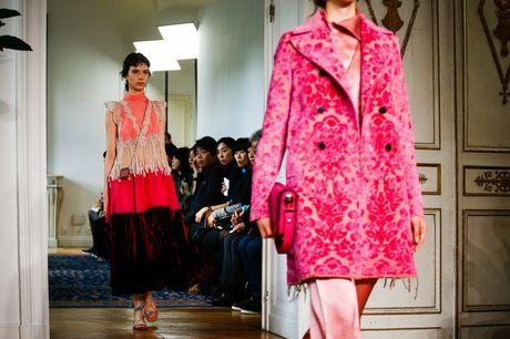 Chanel bi 'out' khoi Top cac BST xuat sac nhat tai Tuan le thoi trang Paris - Anh 9