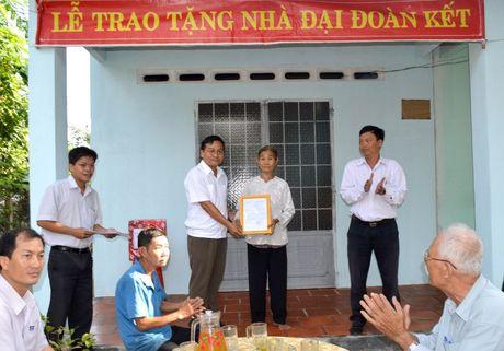 Tay Ninh: Hon 1.000 can nha Dai Doan Ket trao cho ho ngheo - Anh 1