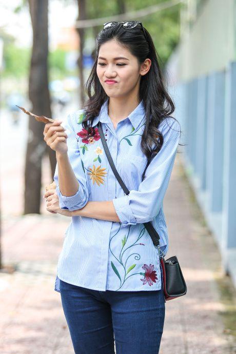 A hau Thanh Tu uong nuoc mia tren via he Sai Gon - Anh 10