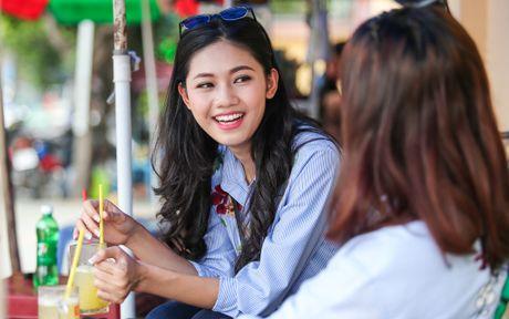 A hau Thanh Tu uong nuoc mia tren via he Sai Gon - Anh 3