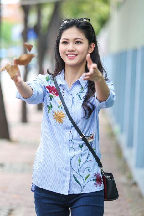 A hau Thanh Tu uong nuoc mia tren via he Sai Gon - Anh 9